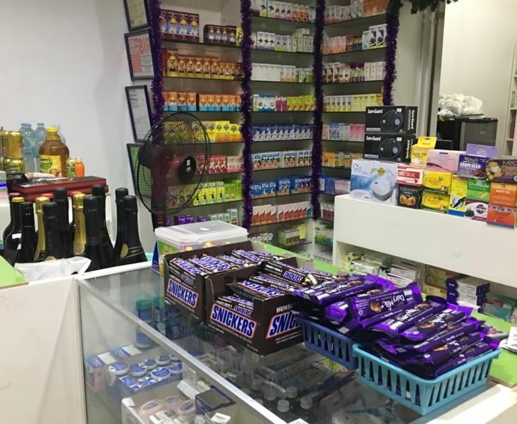 Sucrerie et alcool dans une pharmacie ! Bienvenu aux Philippines !