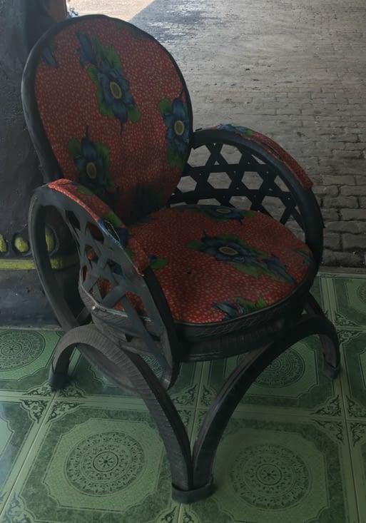 Fauteuil fait en pneu de scooter recyclé en Malaisie !