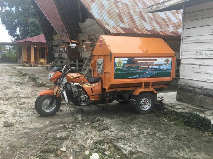Camion ... non scooter benne pour les poubelles ! En Indonesie