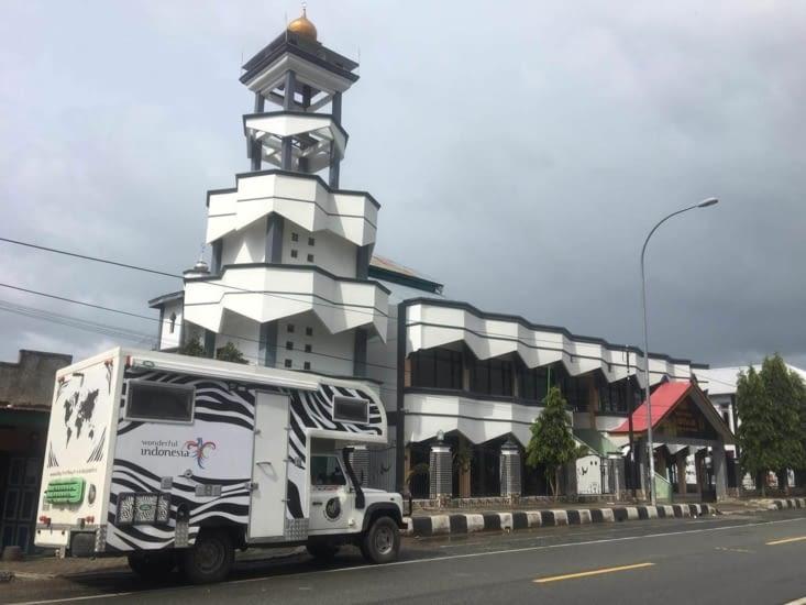 Une mosquée assortie à notre Zebramobile (Indonésie)