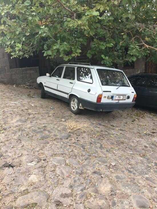 Turquie : Vive La France !!! La voiture la plus présente  Turquie (production locale arrêté c'est notre vielle R12. L'Afrique a qu'à bien se tenir avec La Peugeot 504 !!!