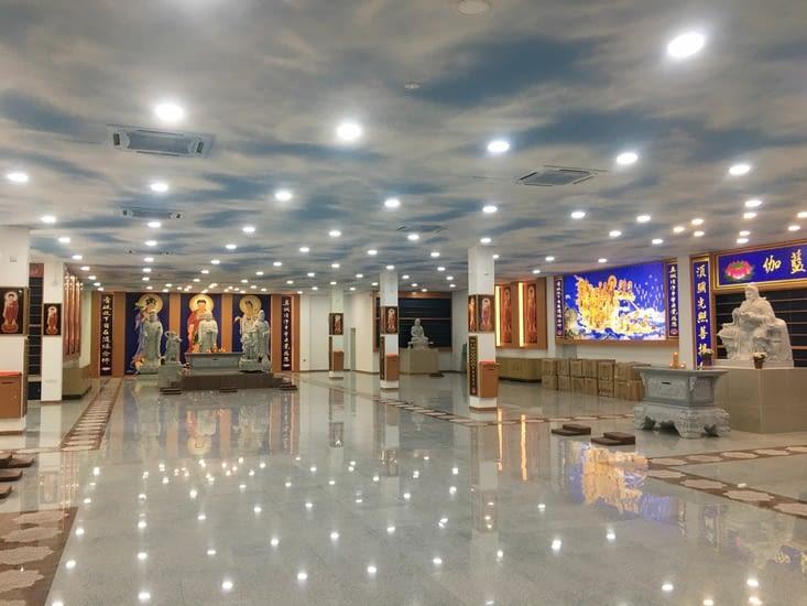 Une salle de prière Bouddhiste neuve !