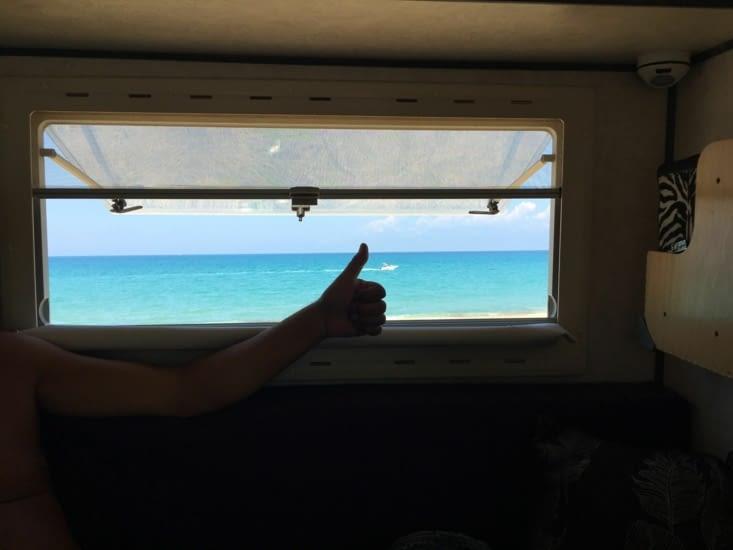 """On devait partir, vers la terre ferme, prendre le Ferry..... Mais encore une fois on s'est arrêté !!! Pas pour un arrêt """"Pipi"""" mais pour """"Beach, Sea and Sun"""" une nouvelle fois  !!!! je négocie avec Eva notre départ mais je perd à chaque fois.."""