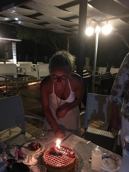 Une surprise pour Eva ... Organisée par nos rencontres depuis 4 semaines (prevu pour y rester 2 jours) : son Anniv 42 ans (magique la surprise)