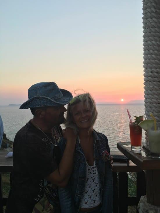 """Un ponton en verre à 50 m de hauteur pour admirer un des plus beau """"coucher de soleil"""" de l'île (musique adéquate en plus !!)"""