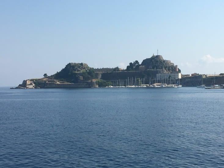 Dernière vue (du ferry) de la ville de Kerkyra (Corfou en Grec)