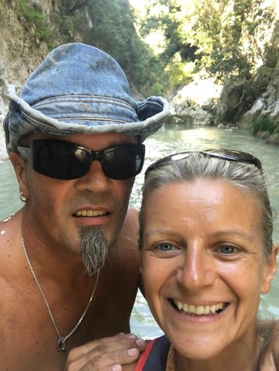 2 jours dans les gorges de Gliki. Remontée par la riviere (eau froide mais eau transparente !)