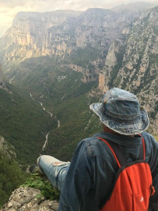 Vue sur les gorges de Vikos dans le parc de Zagoria dans le nord de la Grece (eblouissant ....)
