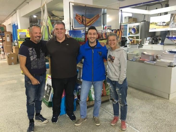 Avant de prendre la route vers la Turquie, un arrêt chez Zampetas pour quelques réparations. Merci à eux pour leur accueil !!