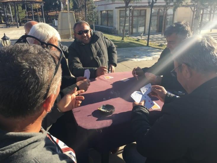 Rencontres du matin! Discussions, blagues, thé et cigarettes!