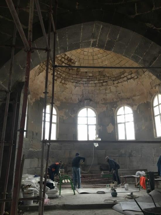 Une eglise catholique restaurée par des Musulmans ....!