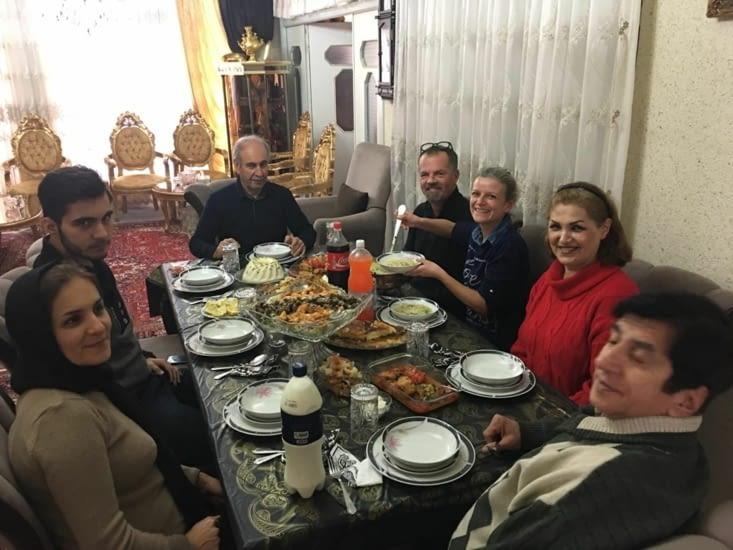 Le repas avec toute la famille de Sani !
