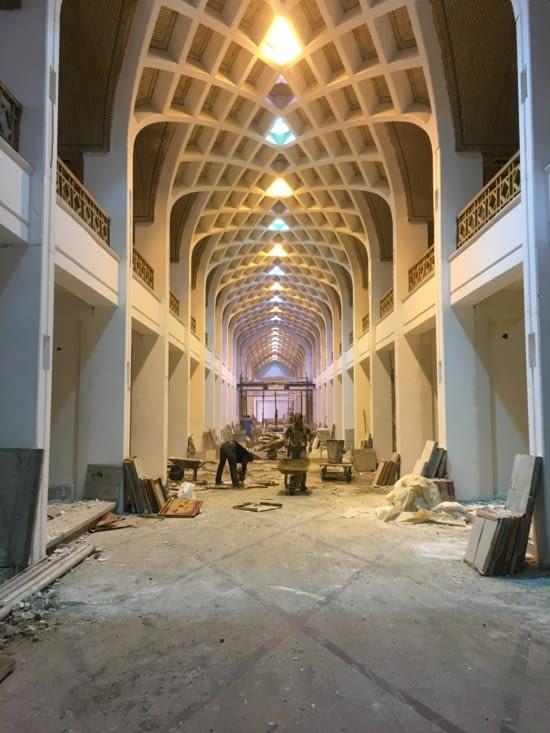 Un travail de fou : une aile du square de la mosquée !