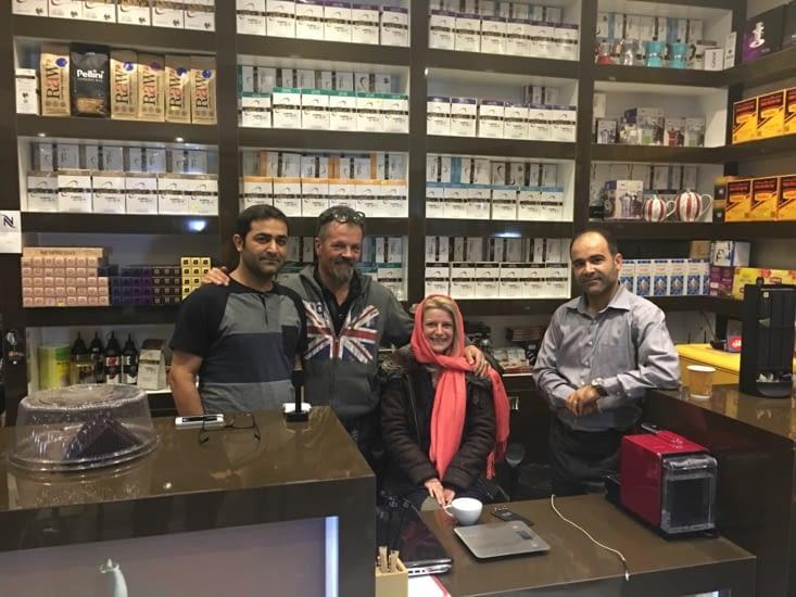 """Coffee Shop a Busher ! Rare en Iran ... because le """"The"""" !"""