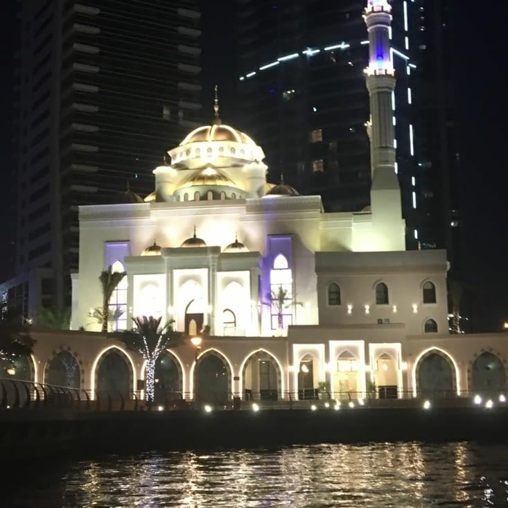 Une nouvelle mosquée dans la marina ... magnifique !