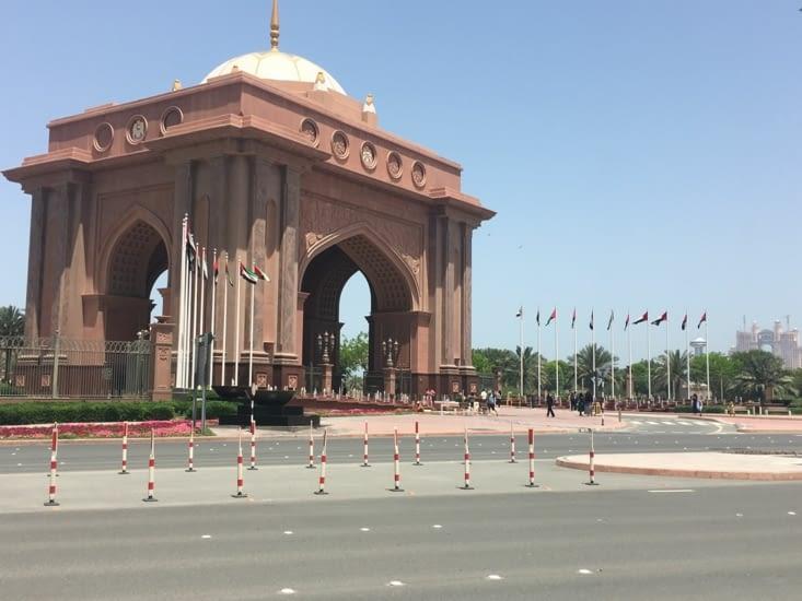 La simple entrée du palais présidentiel !!!