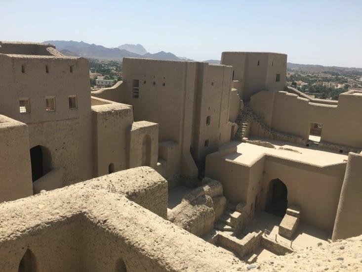 Torchis avec de la paille et de la terre pose sur des murs en pierre.
