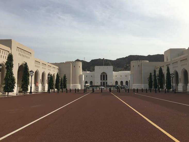 Le palace du Sultan Qabus Ibn Said et tous les ministères !