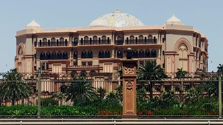 Le palais ... monstrueux de luxe. C'est aussi un hotel  !!!