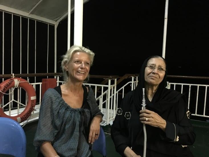 """La """"Chicha"""" sur le ferry via l""""Iran. L'ancienne initié la jeune !"""