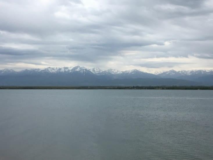 Notre fameux lac Issyk - Kol mais de l'autre côté ...