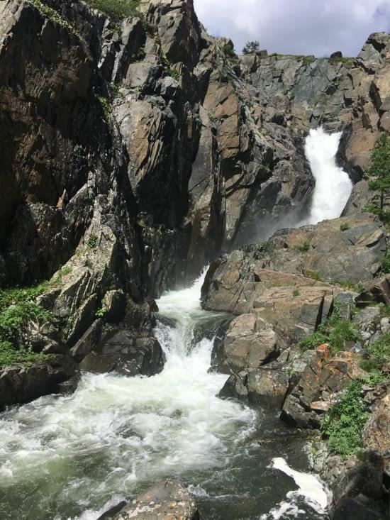 Au sommet ... la source ... une cascade !