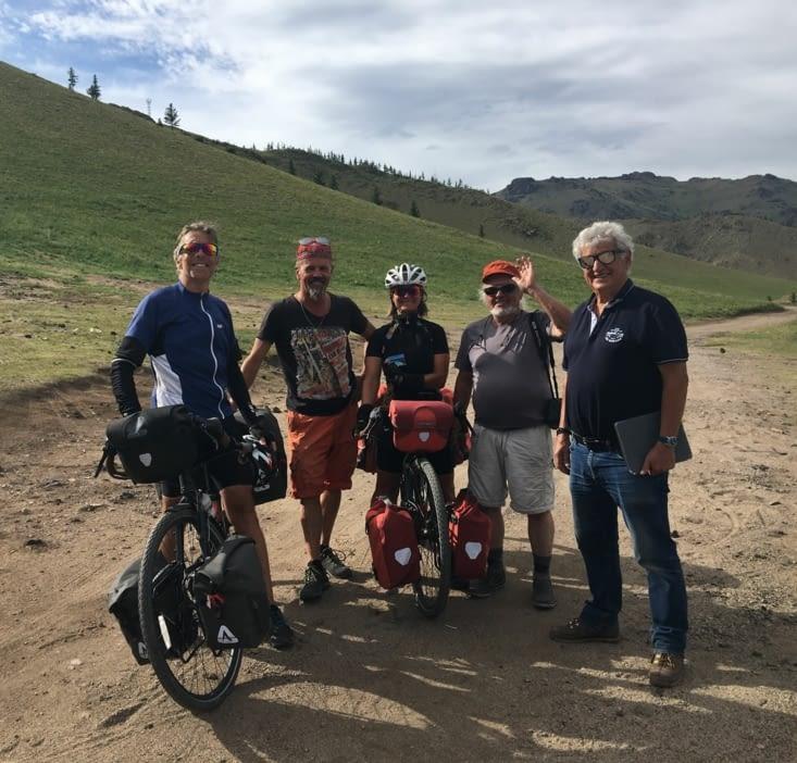 Couple Canadien qui traverse la Mongolie en vélo ... ouah !