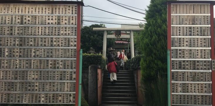 Petit temple dédié aux pêcheurs à l'entrée