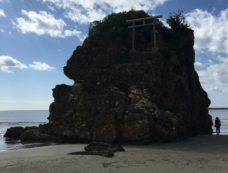 Le rocher de Hinomisaki beach et lieu de prière en même temps