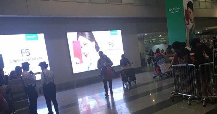 Arrivée d'Eliott (fils de Philippe) a l'aéroport de Manille après 1 an et demi d'absence !