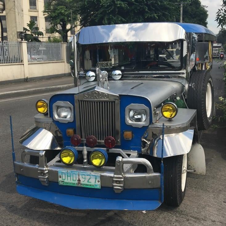 Le Jeepney ...