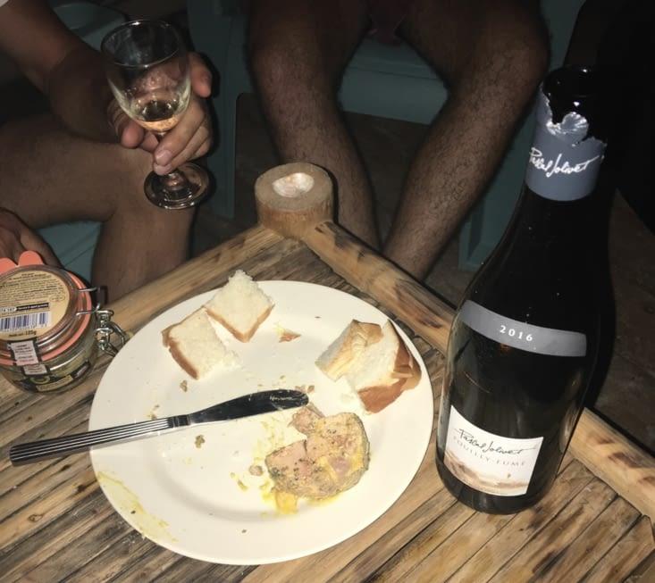 Retour au camp pour déguster vin blanc et foie gras ! Merci Eliott !