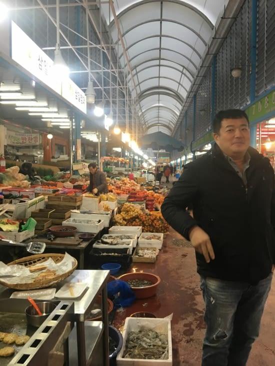 Direction le marché local pour préparer le repas traditionnel dans notre Zebramobile