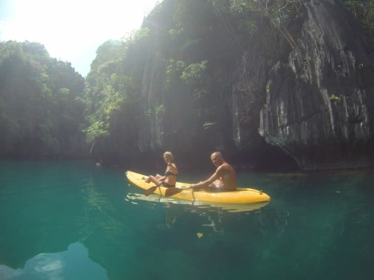 Location d'un canoë pour accéder à des endroits plus exigus !