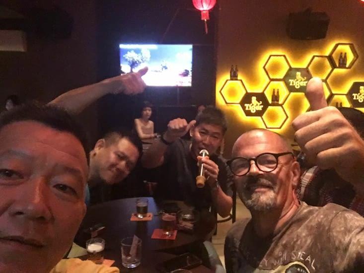 Karaoke... tradition Asiatique oblige ! Je me sens seul tout d'un coup !