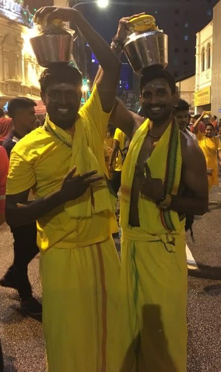 Leurs sourire est le signe d'un grand jour de fête pour les Indous de Malaisie