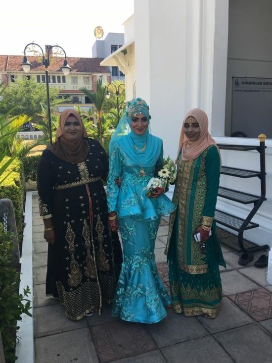 C'est le jour du mariage dans la dite Mosquée