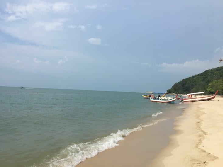 La plage de Batu Ferringhi ... la couleur de l'eau bof !