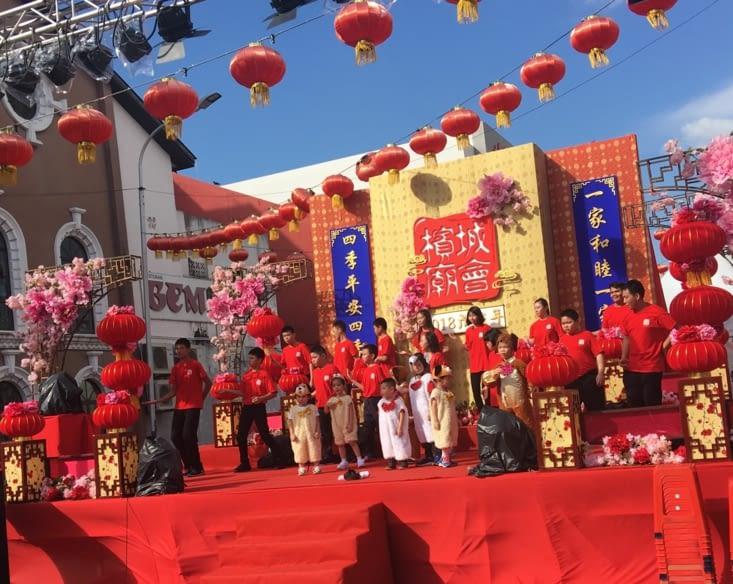 Au centre ville l'animation est partout pour le nouvel an Chinois