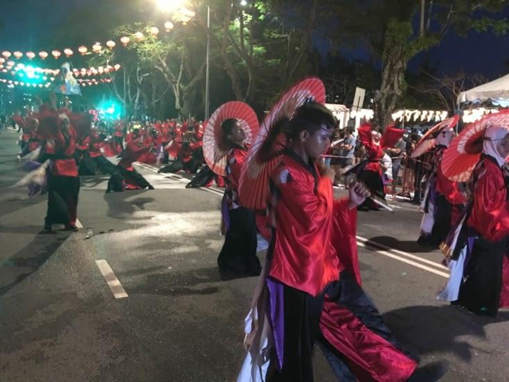 Festival de divers danse dans la rue de Georges Town