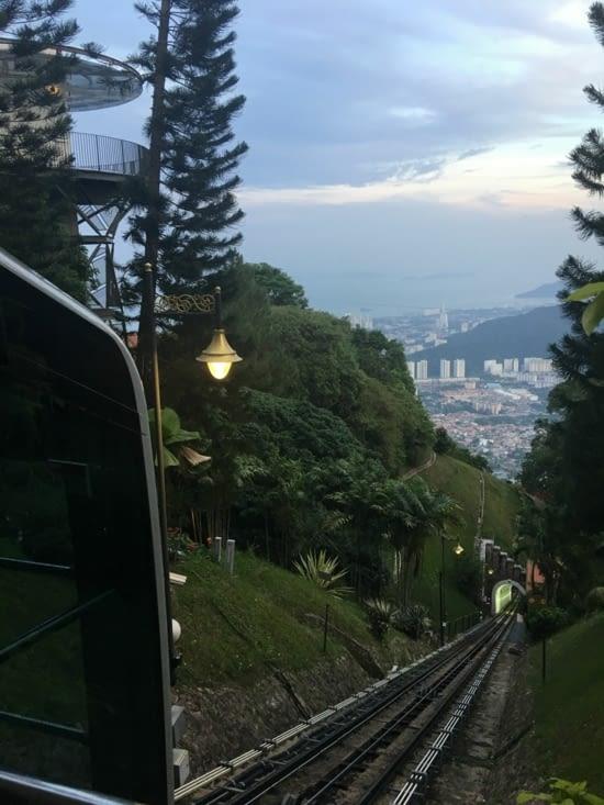 "Ballade à Penang Hill en petit train ""express"""