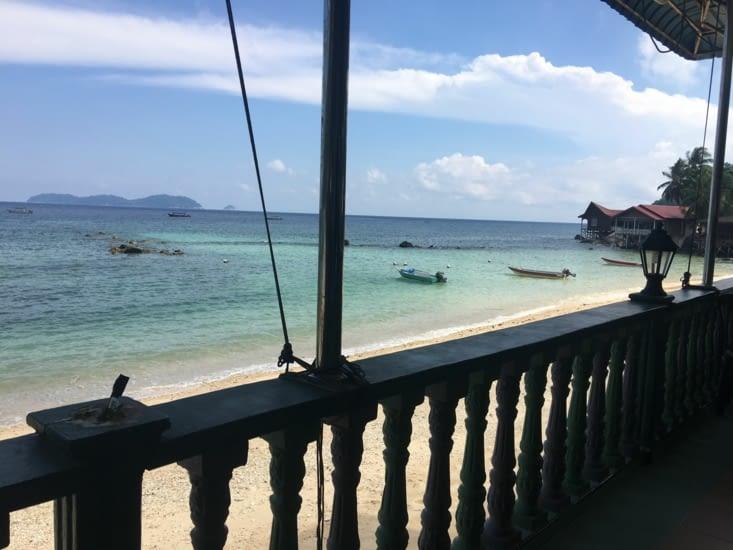 Arrivée sur l'ile De Tioman dans le Sud Est (petite guest house a 10€ la nuit !)