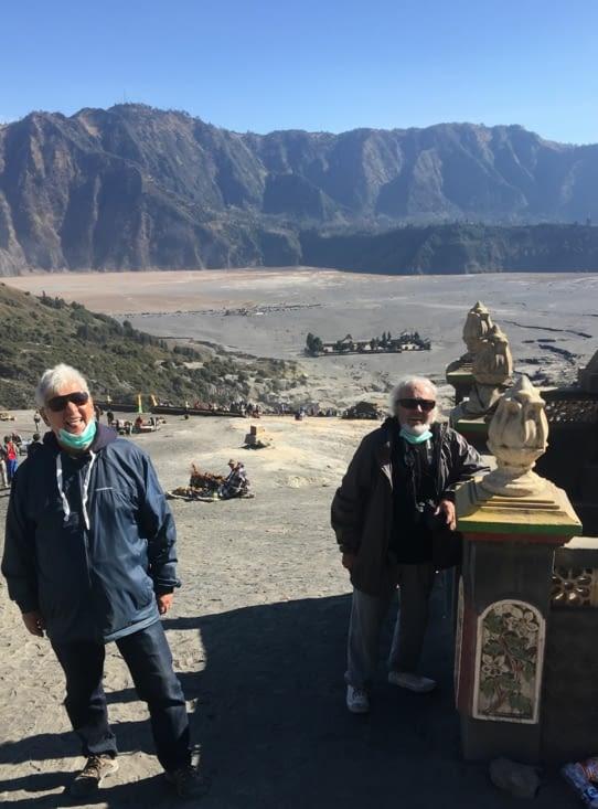 La montée vers le cratère ! Dur dur pour les anciens !