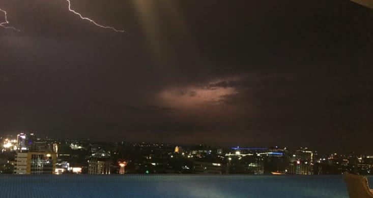 Vu sur Jakarta en plein orage !