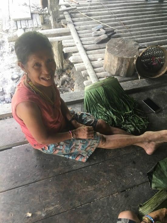 La confection traditionnelle féminine en feuilles de palmiers