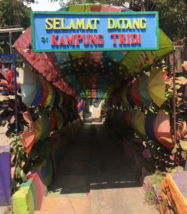 Le village coloré de Kampung Tridi prêt de Melang