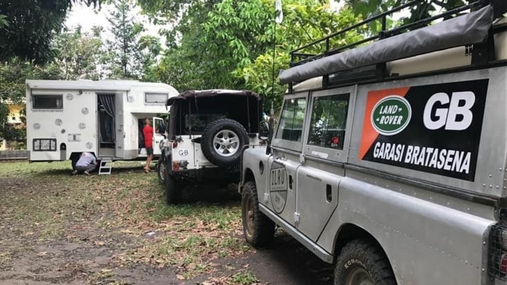 Séjour de 10 jours à Bogor chez Heru ... peau neuve de notre Zebramobile