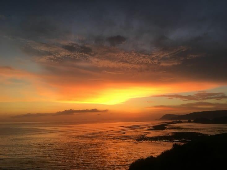 Et toujours les couchers de soleil ... le point commun des tous les pays du monde !