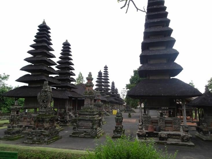 A l'intérieur du temple