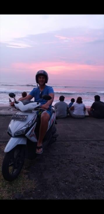 Lauris et son scooter